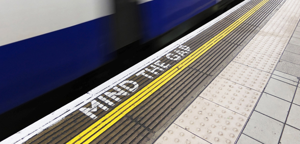 tube,mind-the-gap
